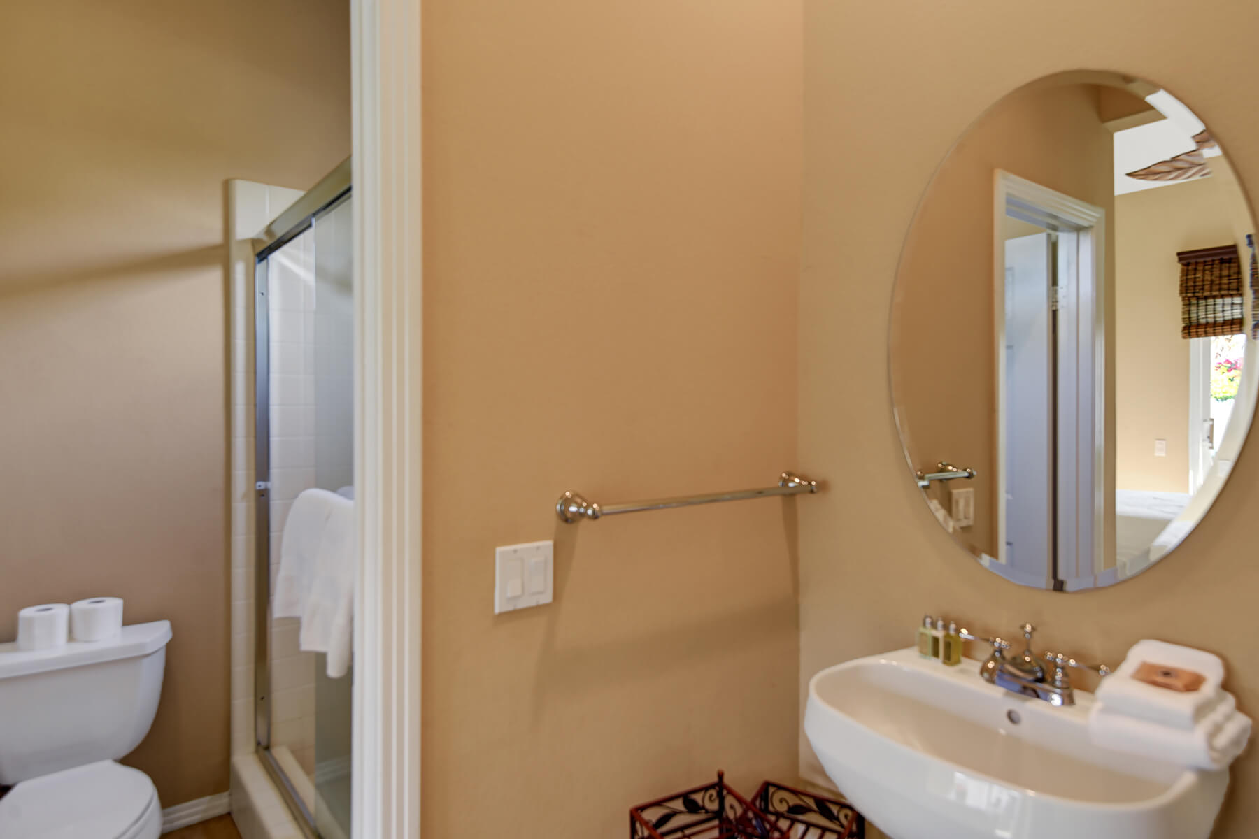 B9784FB1-155D-0010-07C56066900B6CAD-CASITA BATHROOM MLS.jpg