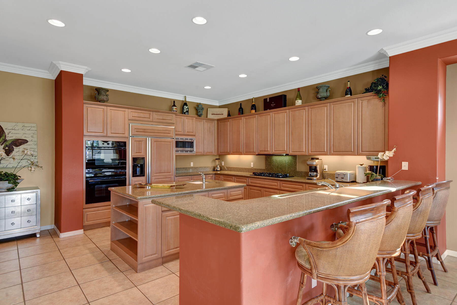 B97A7F7C-155D-0010-07A67A986B285B6B-KITCHEN OVER BREAKFAST BAR MLS.jpg