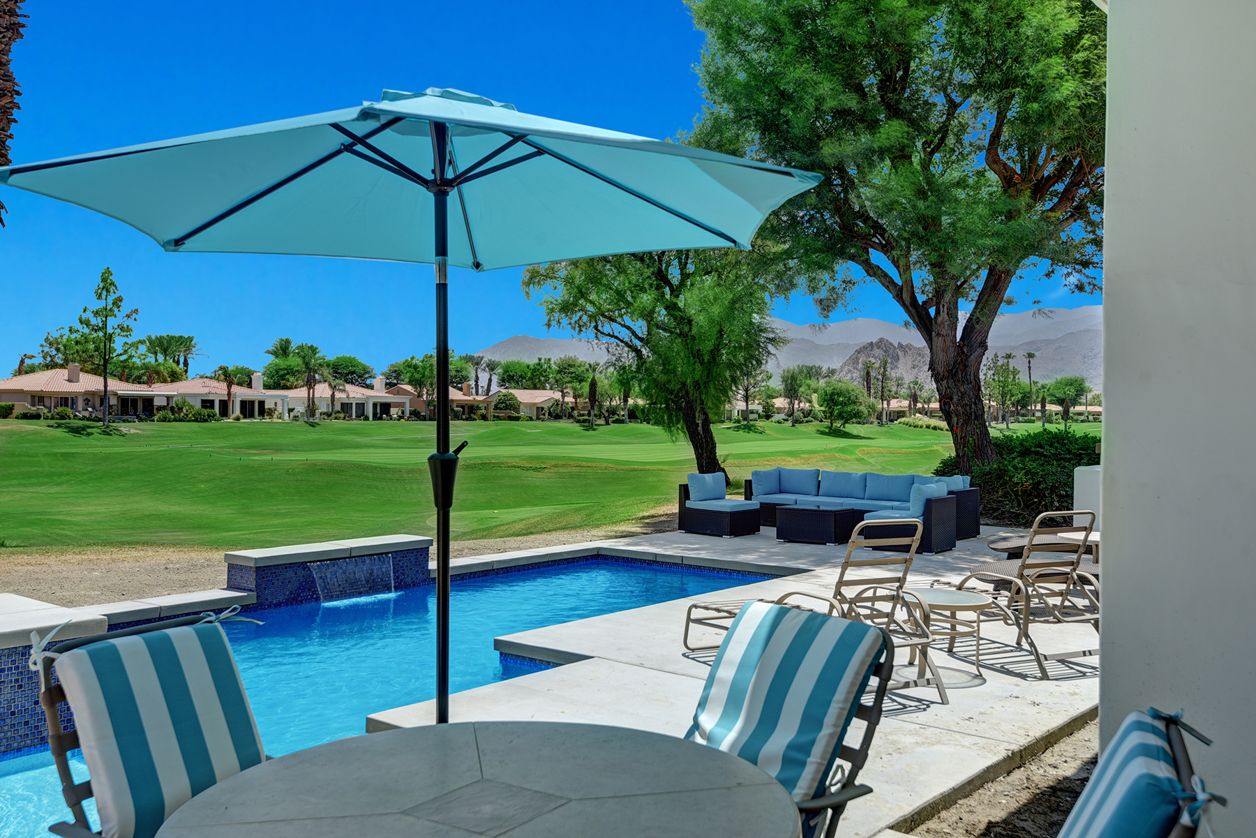 A8AC71A4-E70F-5B32-0C8353784275CDBF-OUTDOOR POOLSIDE DINING TO VIEW RS.jpg