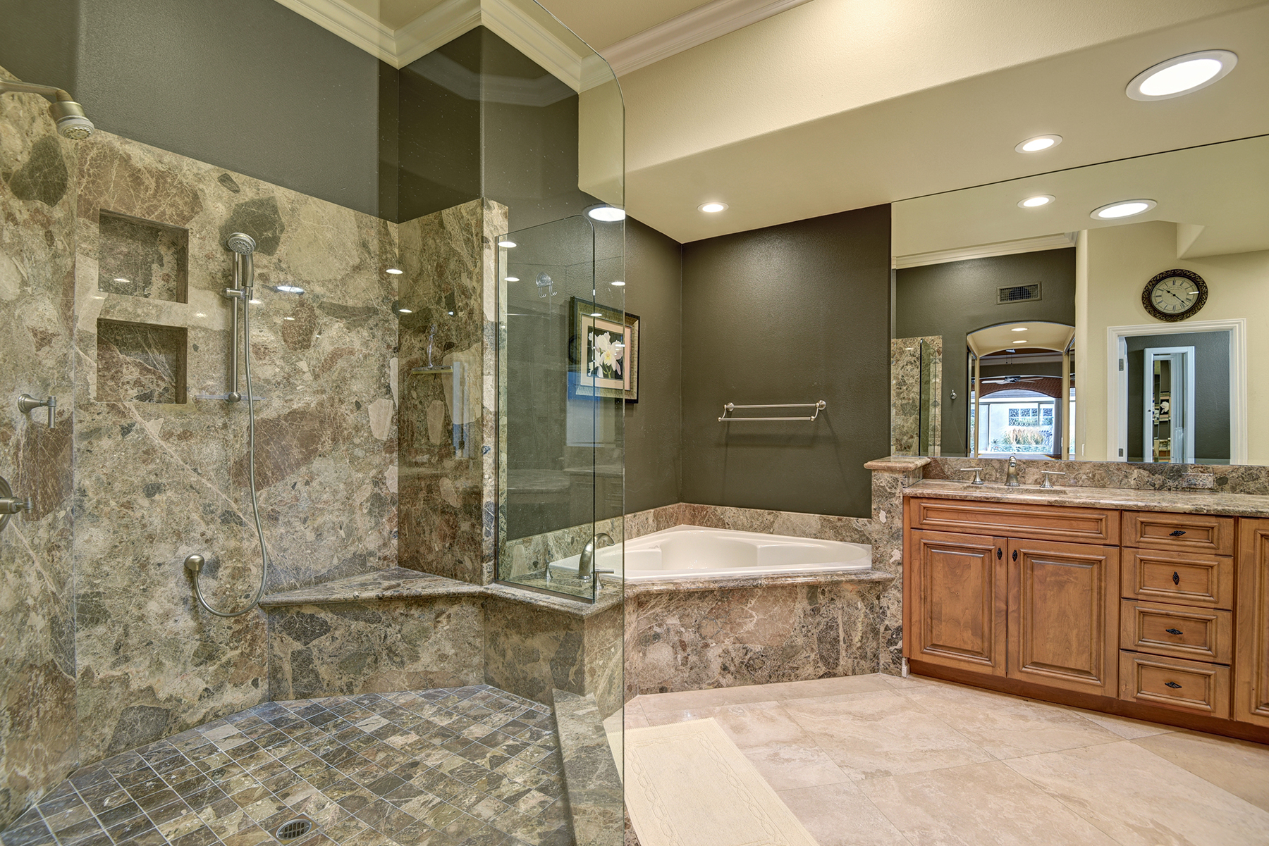 FBB44349-D443-3327-2B149E60BAD53282-MASTER BATHROOM RS.jpg