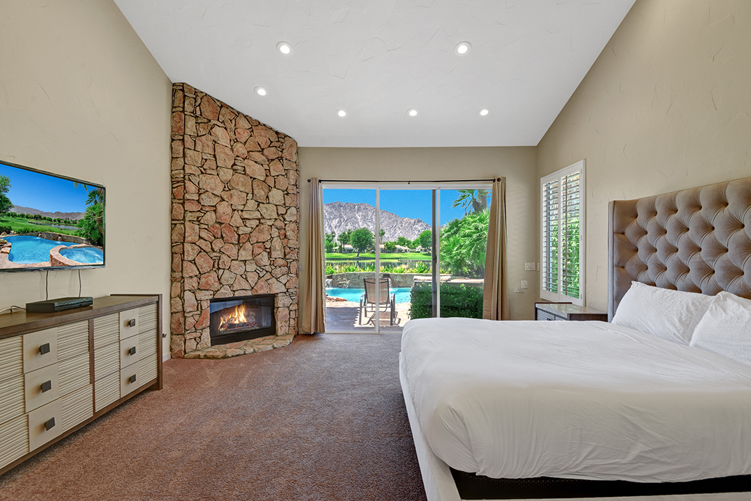 2A6CDBFF-155D-0010-071C6CBB5620BEEA-MASTER BEDROOM ACROSS TO POOL AND VIEW RS.jpg
