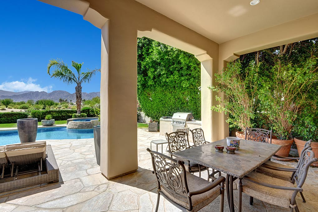 5D9D3177-D9DB-FDEE-FE8B0505CFC5CF52-COVERED-OUTDOOR-DINING-TO-POOL-AND-VIEW.jpg