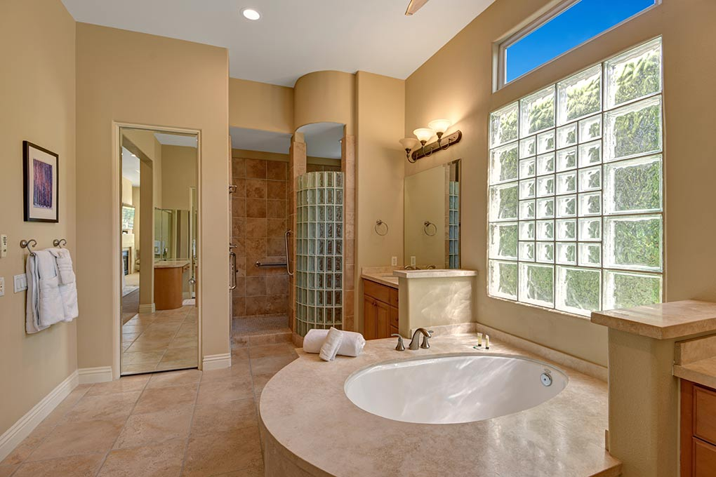 5DAAD9E6-9BB5-93DE-AACA916461640111-MASTER-BATHROOM-OVER-TUB.jpg