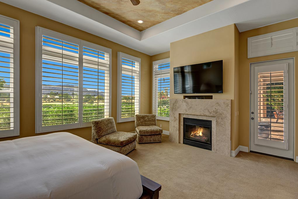 5DAAFC16-B633-90E9-CEF60C8C71DE8736-MASTER-BEDROOM-FIREPLACE-TO-MOUNTAINS.jpg