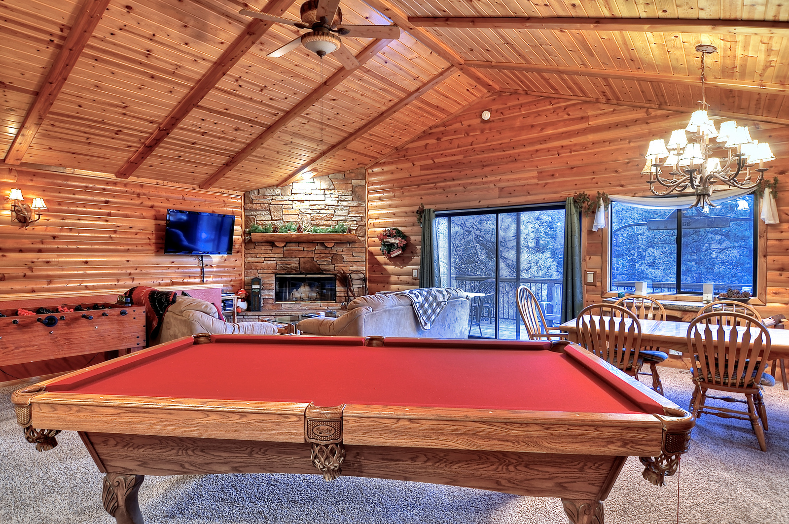 1A5762A4-155D-0010-07ADCE88424AB8C0-743 Butte-01-Living Room-Pool Table.jpg