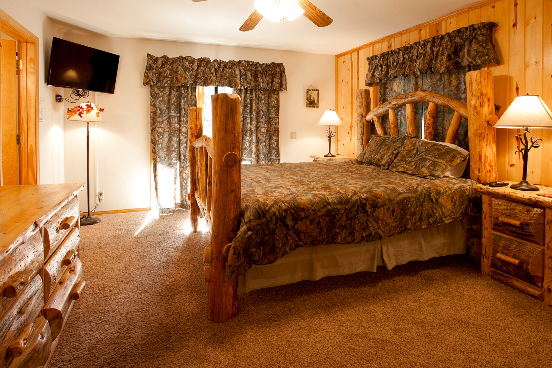 1BE08EA4-155D-0010-07B8D449F826C27C-743 Butte-20-Master Bedroom - resize 1.jpg